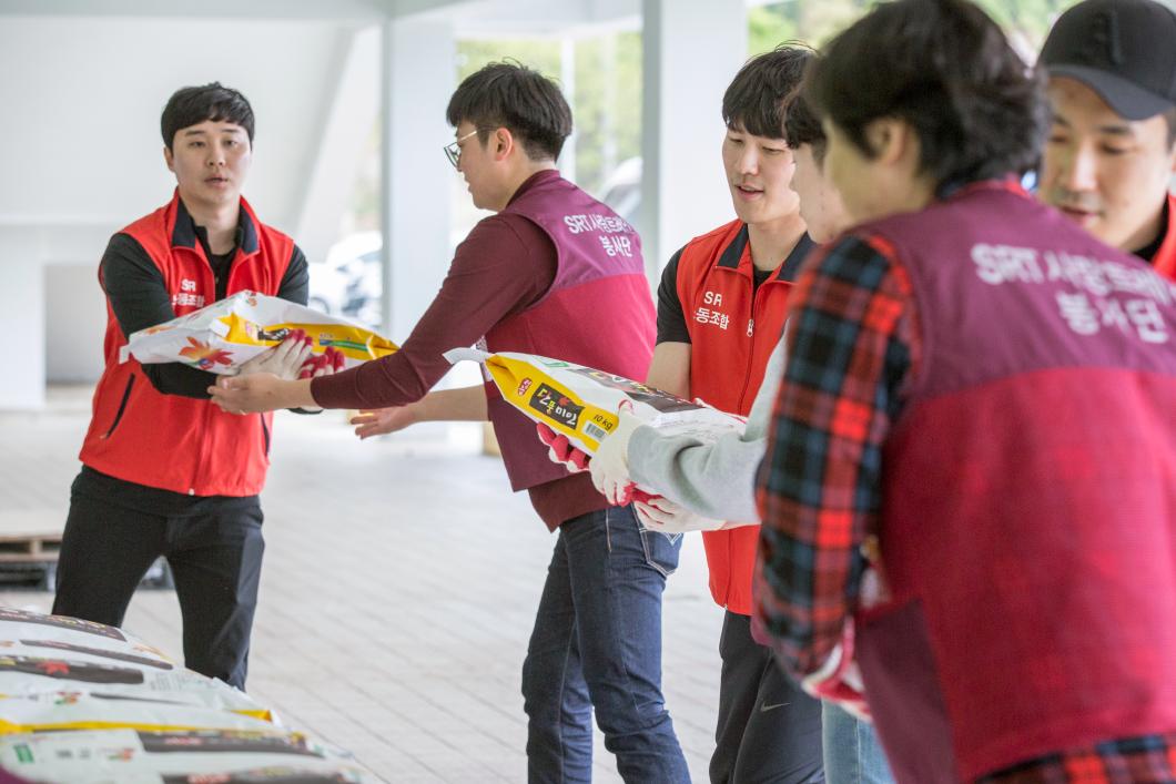 SR, 강원산불 이재민 구호물품 기부 및 자원봉사3